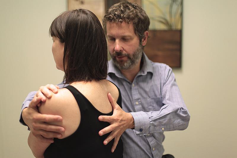 traitement-osteopathique-douleur-dos-1